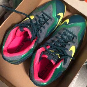 Nike Lebron XI - 7Y